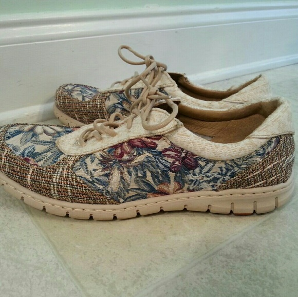 5dcc694bfb Women s size 10 Born floral print fabric sneakers